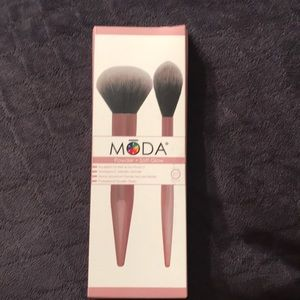 Powder and highlighter brushes
